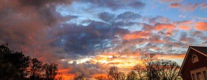Solnedgång för stolpetrombklocka i Montgomery, Alabama arkivfoto