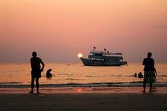 solnedgång för strandklongprao Arkivbild