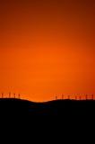 Solnedgång för vindturbiner arkivbilder