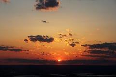 Solnedgång från överkanten av vagga Royaltyfri Foto