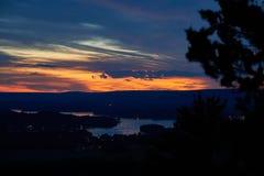 Solnedgång från bluffarna arkivbild