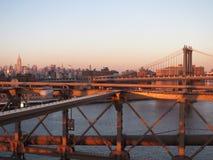 Solnedgång från den Brooklyn bron Arkivbild
