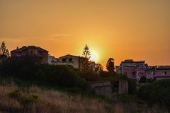 Solnedgång från en balkong Arkivbild