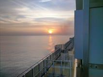 Solnedgång från en karnevalkryssning Arkivbild