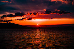 Solnedgång från golf av Izmir Turkiet Royaltyfria Foton