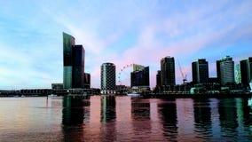 Solnedgång från hamnkvarteren i Melbourne, Australien arkivfoto