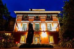 Solnedgång från ingången av ett härligt och spektakulärt hotell i Asturias i Juli 2018 royaltyfria foton