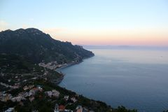 Solnedgång från Ravello, Italien Arkivfoto
