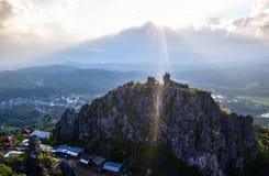 Solnedgång från statyn av Kristus överst av en kulle i Makale, Tana Toraja Fotografering för Bildbyråer