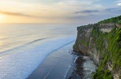 Solnedgång från Uluwatuen på den Bali ön Royaltyfria Bilder