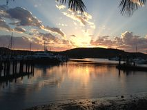 Solnedgång Hamilton Island royaltyfri bild