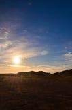 Solnedgång i öknen Arkivfoton