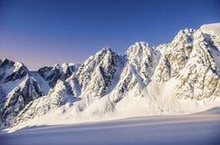 Solnedgång i alplagereyen Aktru Arkivfoton