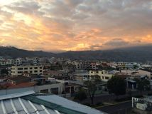 Solnedgång i Ambato royaltyfri bild