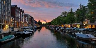 Solnedgång i Amsterdam arkivfoto