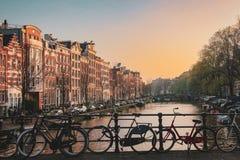 Solnedgång i Amsterdam royaltyfri foto