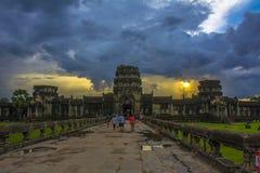 Solnedgång i Angkor Wat cambodia Arkivfoton