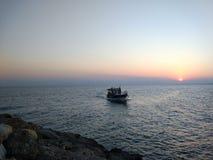 Solnedgång i Antalya Manavgat sidostrand arkivbild
