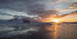 Solnedgång i Antarktis Royaltyfri Foto