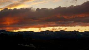 Solnedgång i asp- colorado av upplysta moln Arkivfoto