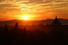 Solnedgång i Bagar, Myanmar Arkivfoton