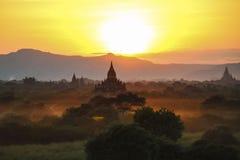 Solnedgång i Bagar, Myanmar Arkivfoto