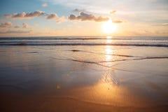 Solnedgång i Bali fotografering för bildbyråer