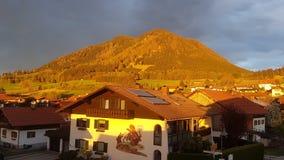 Solnedgång i Bayarn royaltyfria bilder