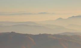 Solnedgång i bergen Royaltyfri Bild