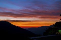 Solnedgång i bergen Royaltyfria Foton