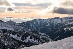 Solnedgång i bergen Fotografering för Bildbyråer