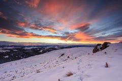 Solnedgång i bergen, nordliga Kaukasus, Ryssland arkivfoto