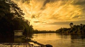 Solnedgång i breda flodmynningen Royaltyfria Foton