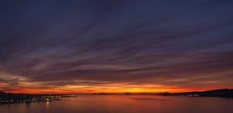 Solnedgång i breda flodmynningen av Vigo, Spanien Royaltyfria Foton
