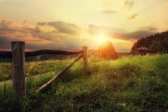 Solnedgång i bygd Royaltyfri Fotografi