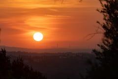 Solnedgång i bygden, Tomar Portugal royaltyfria foton
