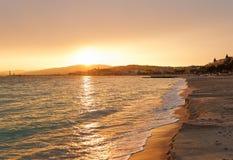 Solnedgång i Cannes, Cote d'Azur, Frankrike, södra Europa Trevlig stad och lyxig semesterort av franska riviera Ber?md turist- de royaltyfri foto