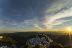 Solnedgång i Casares Arkivbilder