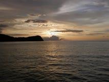 Solnedgång i Costa Rica nära den conchal playaen Arkivbild