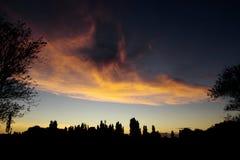 Solnedgång i countysiden arkivbild