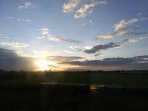 Solnedgång i den blåa himlen Fotografering för Bildbyråer