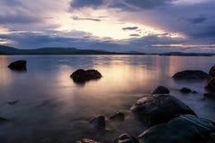 Solnedgång i den blåa timmen, Black Sea kust, Bulgarien Royaltyfria Bilder