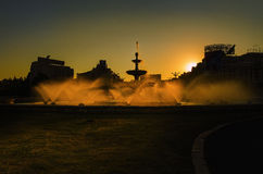 Solnedgång i den Bucharest staden royaltyfria foton