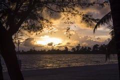 Solnedgång i den Cambodja Sokha stranden Arkivbilder