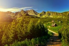 Solnedgång i den Gasienicowa dalen Tatra berg Royaltyfri Foto