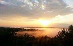 Solnedgång i den Gauja nationalparken Arkivfoto
