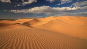 Solnedgång i den Gobi öknen Mongoliet arkivfilmer