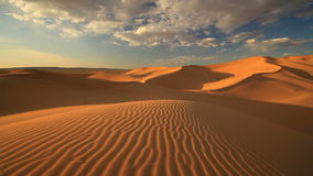 Solnedgång i den Gobi öknen Mongoliet lager videofilmer