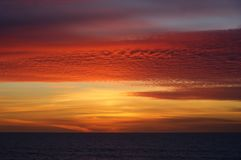 Solnedgång i den Leca da Palmeira stranden Royaltyfri Foto