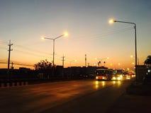 Solnedgång i den lokala staden Royaltyfri Foto